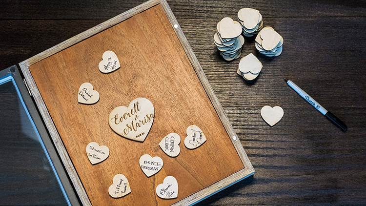 Buku Tamu Wedding Box dengan Laser Cut dan Engraved Hearts
